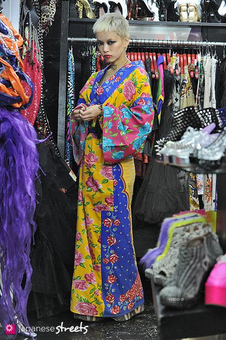 121008-2575 - Japanese street fashion in Harajuku, Tokyo