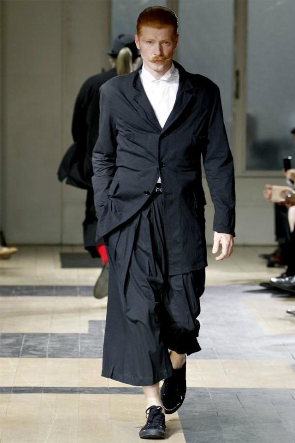 yohji-yamamoto-spring-summer-2012-menswear-01-600x900